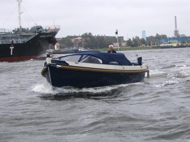 Beispielhaftes Motorboot