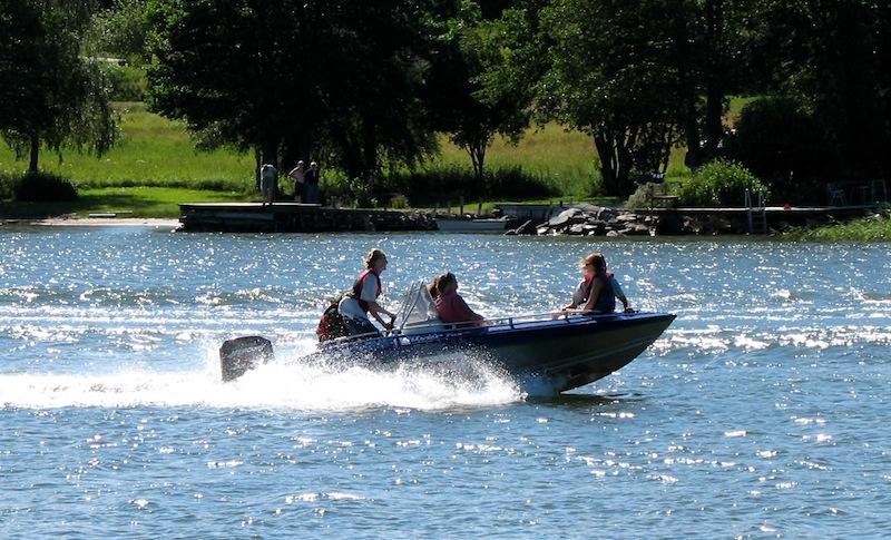Motorboot auf dem Wasser